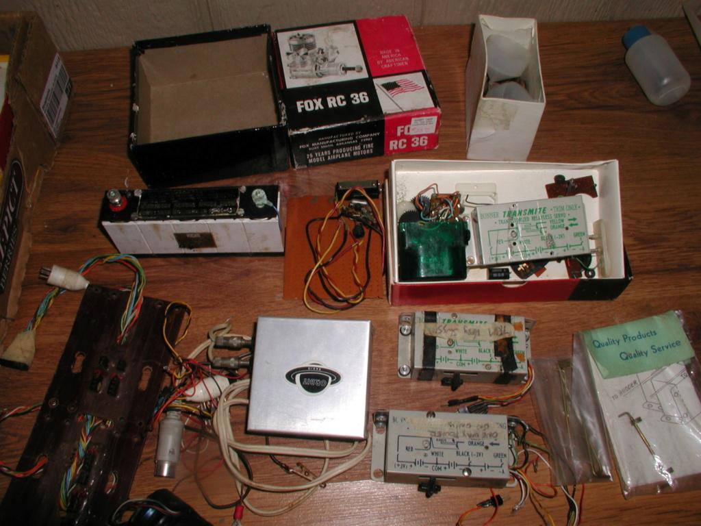 Flea Market single box - Good stuff, Stupid  stuff, Throw-away stuff P1011200