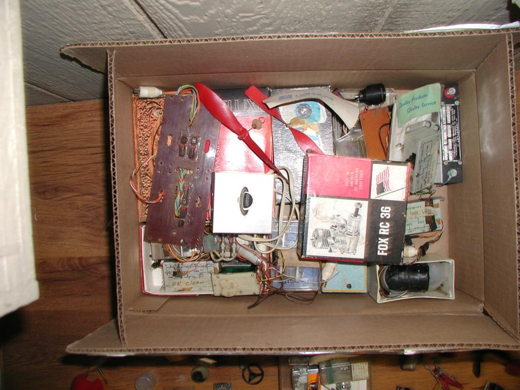 Flea Market single box - Good stuff, Stupid  stuff, Throw-away stuff P1011202