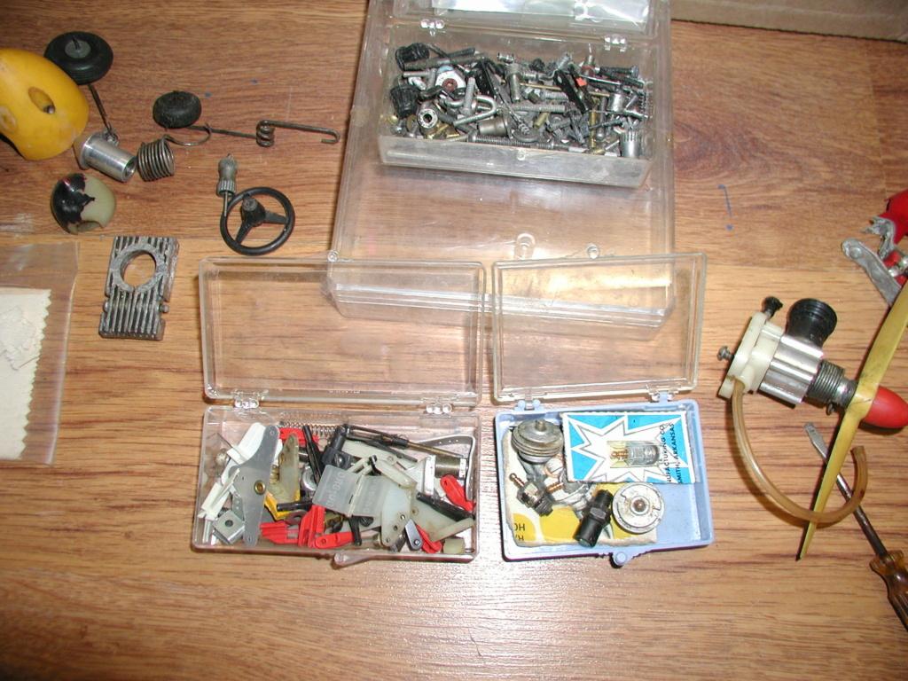Flea Market single box - Good stuff, Stupid  stuff, Throw-away stuff P1011204