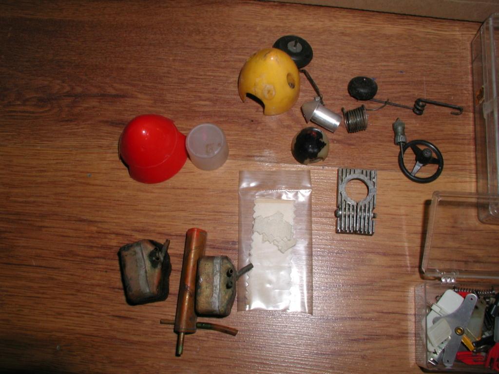 Flea Market single box - Good stuff, Stupid  stuff, Throw-away stuff P1011205