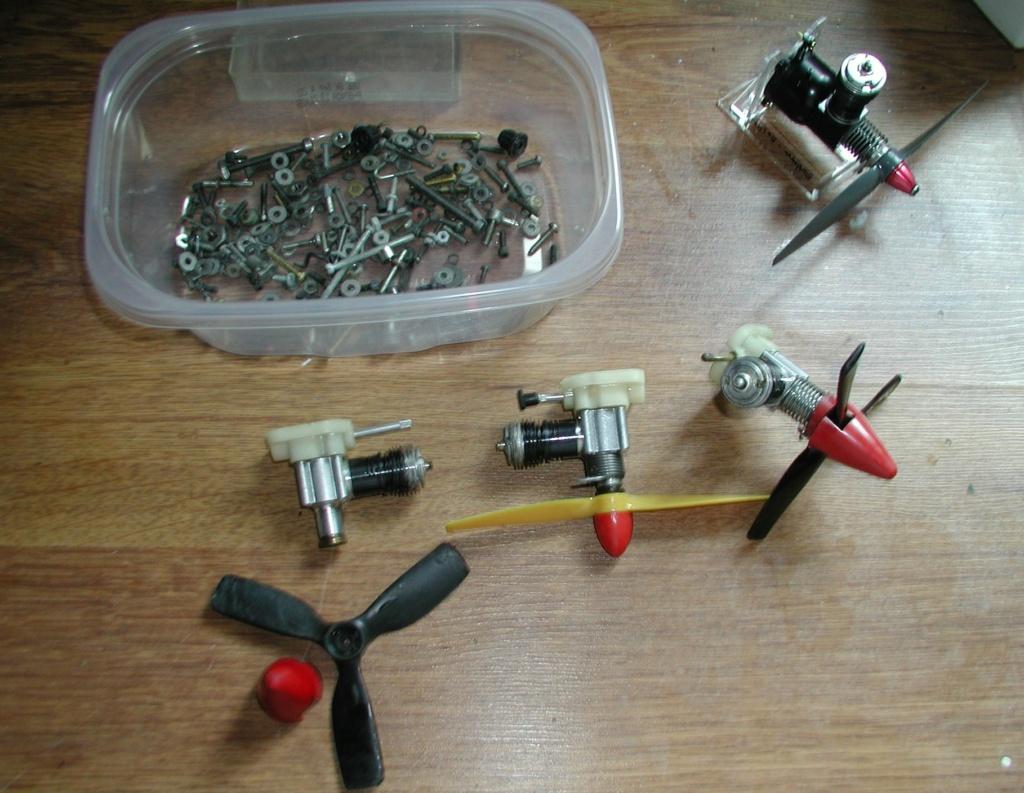 Flea Market single box - Good stuff, Stupid  stuff, Throw-away stuff P1011214