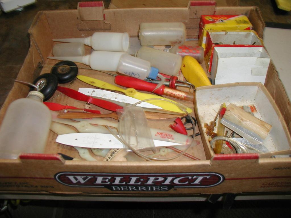 Flea Market single box - Good stuff, Stupid  stuff, Throw-away stuff P1011237