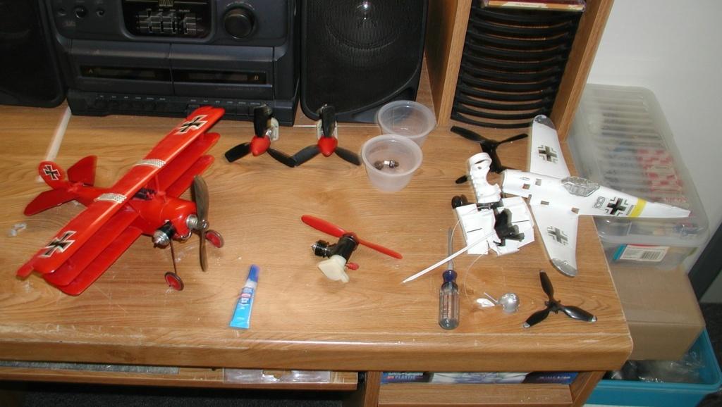 Plastic Cox/Testors Fly-em Junque P1011391