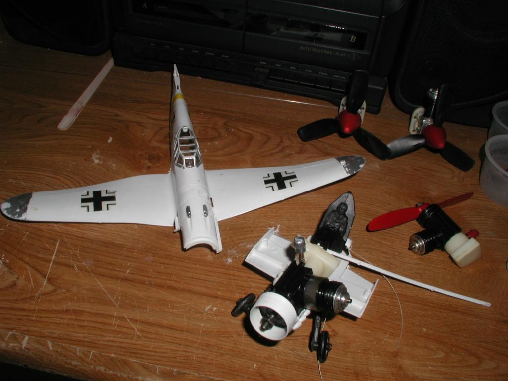 Plastic Cox/Testors Fly-em Junque P1011394