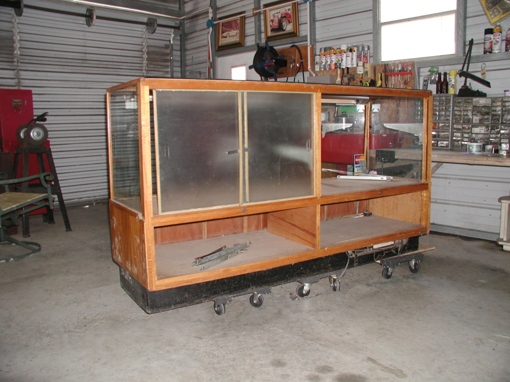 Display cabinet - For free take P7040017
