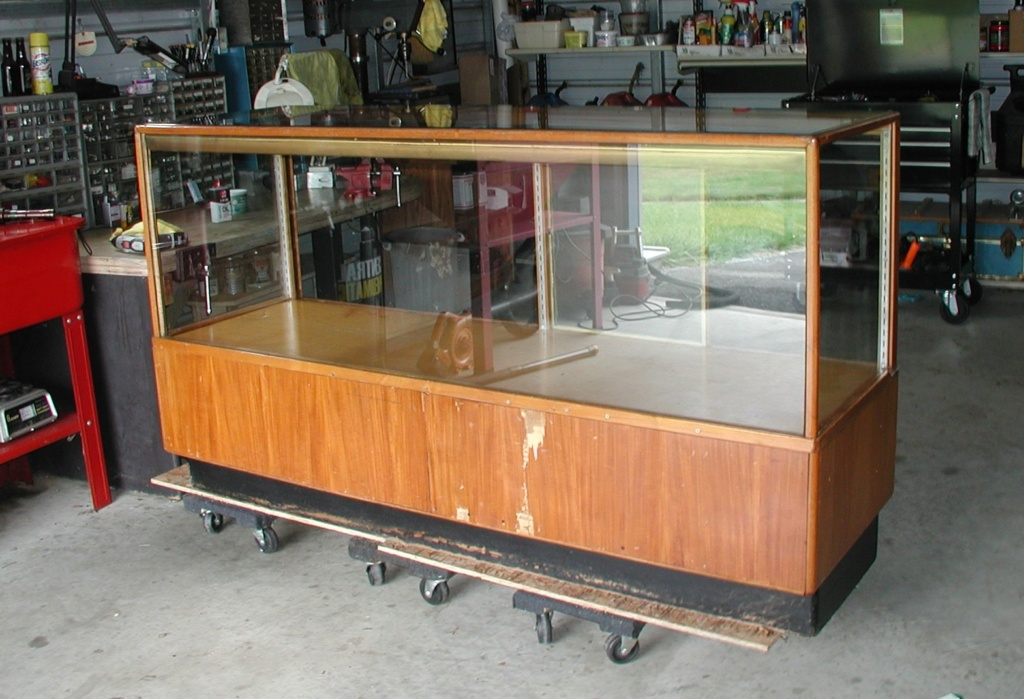 Display cabinet - For free take P7040023