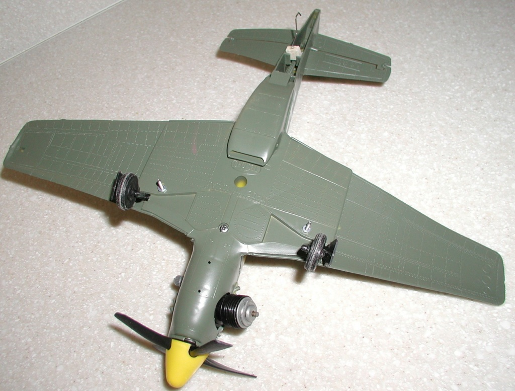 Testors P 51 Mustang, how to disassemble? Tail_s10