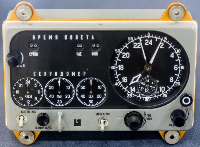 L'horloge de bord des Soyouz, des stations Saliout et de la navette Bourane 0314