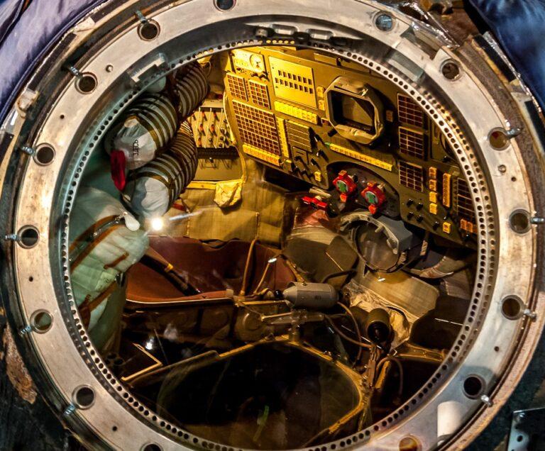 L'horloge de bord des Soyouz, des stations Saliout et de la navette Bourane 0710