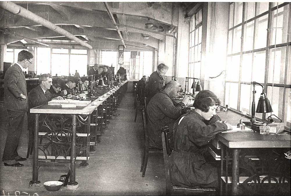 1930: Le déménagement à Moscou des fabriques Dueber-Hampden et Ansonia Clock 215