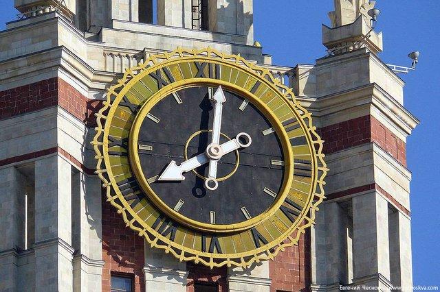 Les horloges de l'Université Lomonossov 32ftxi11