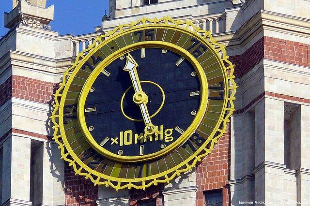 Les horloges de l'Université Lomonossov 32ftxi12