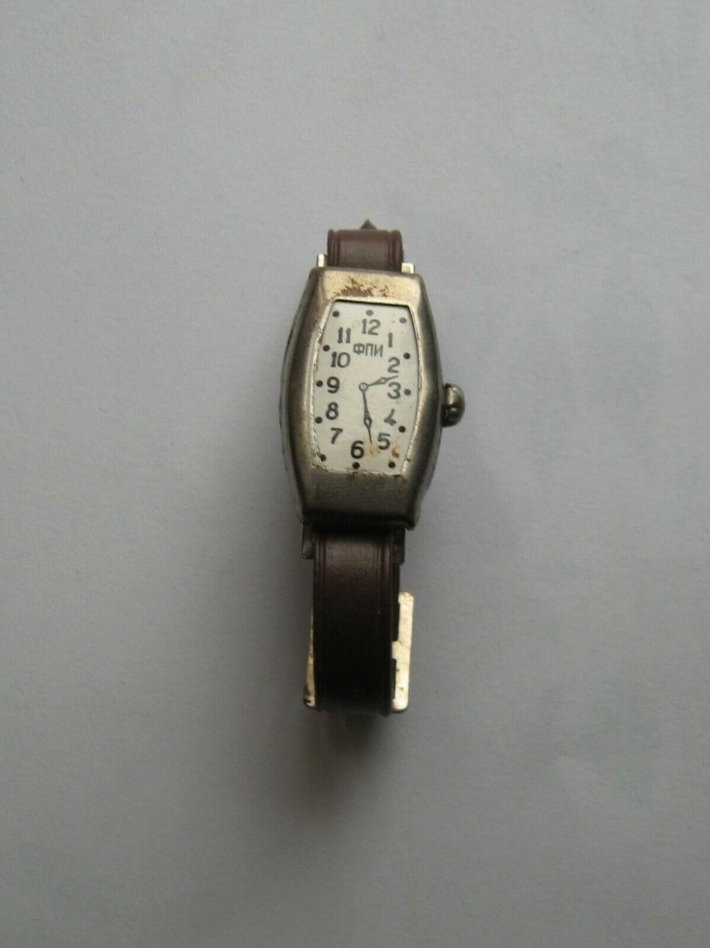 Une horloge jouet B26