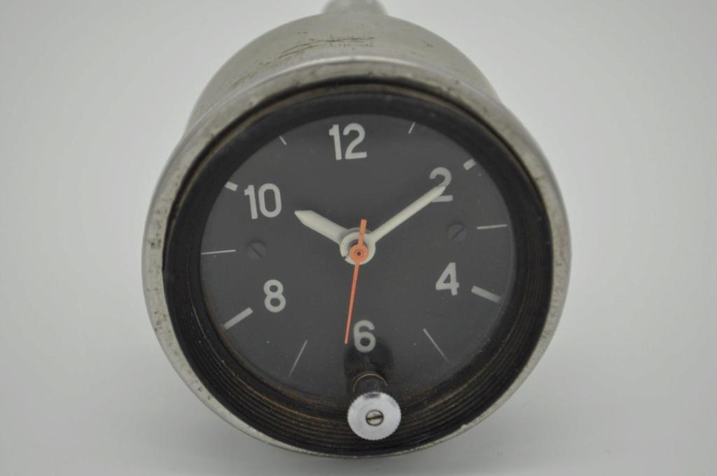 Deux horloges de bord pour Lada C12
