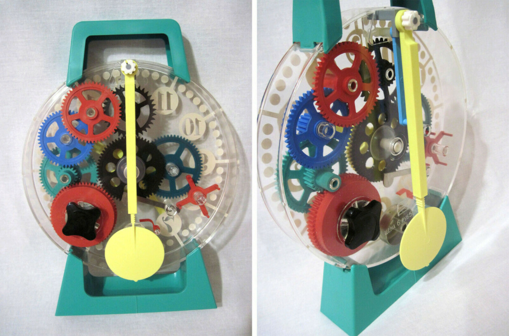 Une horloge jouet C25