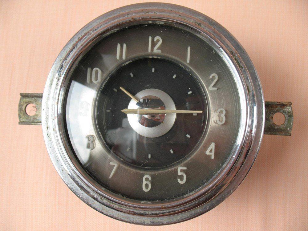 Une horloge de bord pour Volga D10