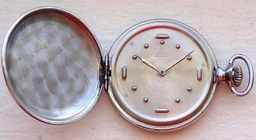 Les montres soviétiques pour aveugles Dashie10