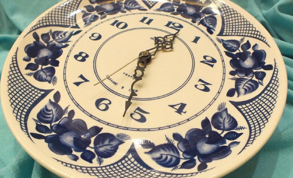 Une horloge Mayak en faience de Gjel Gjel1510