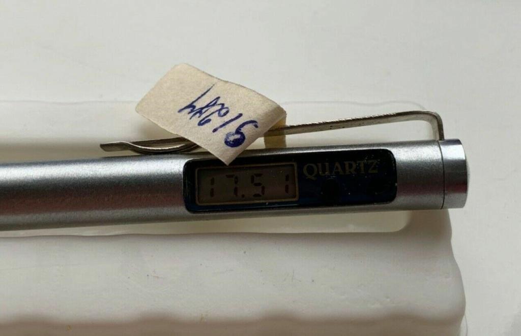 """Un stylo-montre de la Fabrique """"Tsvetotron"""" H13"""