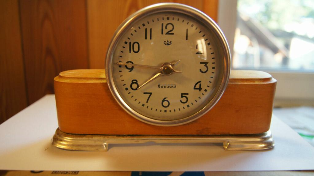 Horloge de table Voskhod et petite histoire de la Fabrique d'Horloges de Serdobsk S-l16090