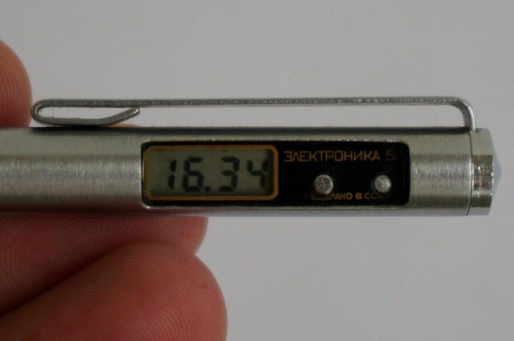 """Un stylo-montre de la Fabrique """"Tsvetotron"""" S-l16098"""