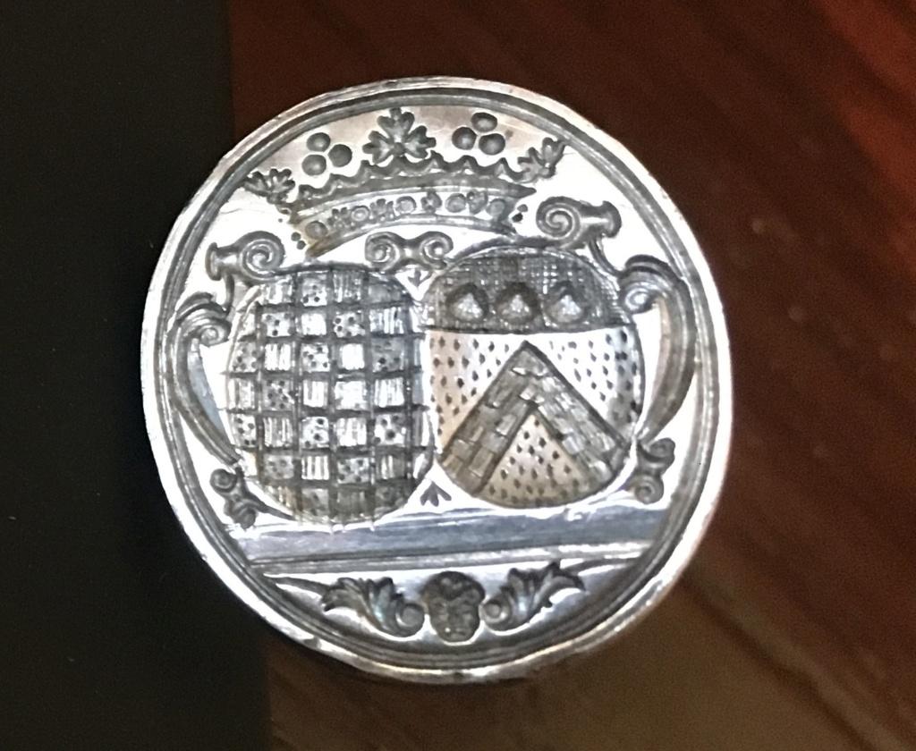 Des armes d'alliance sur un petit sceau en argent du XVIIIe s. Img_0810