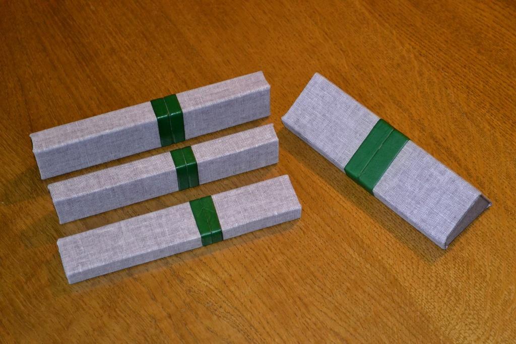Étuis en cartonnette, toile de lin et cuir fin Cases_10