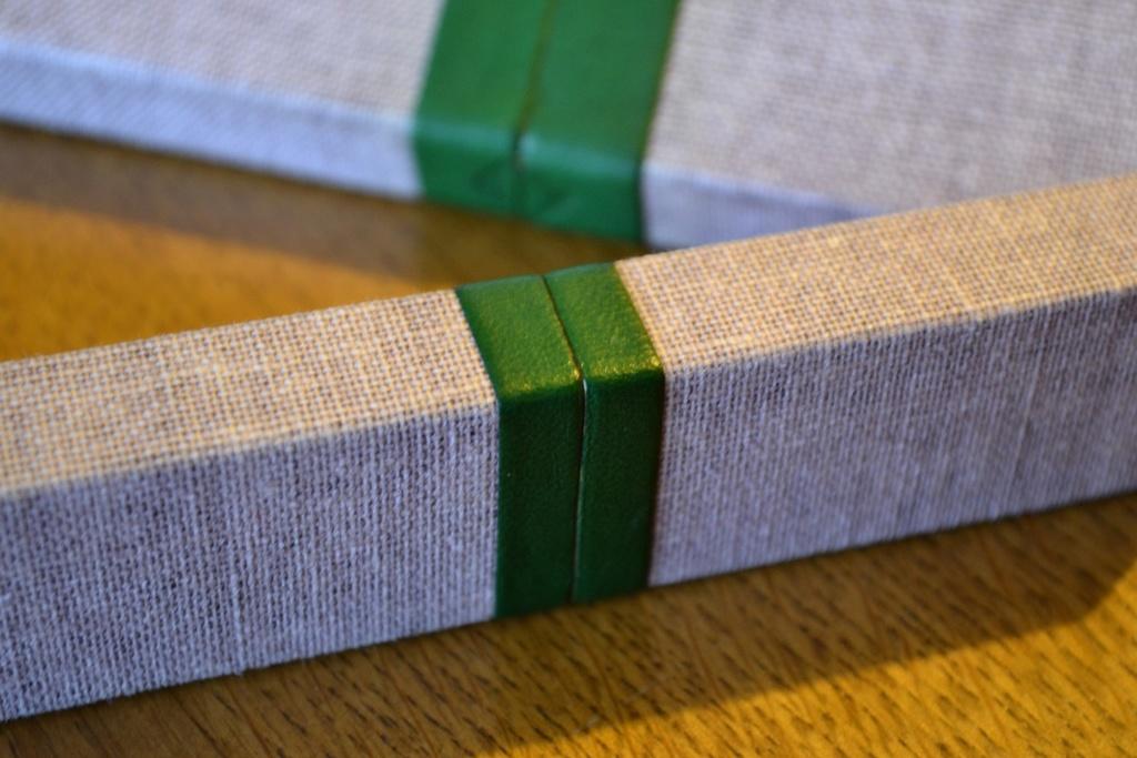 Étuis en cartonnette, toile de lin et cuir fin Cases_14