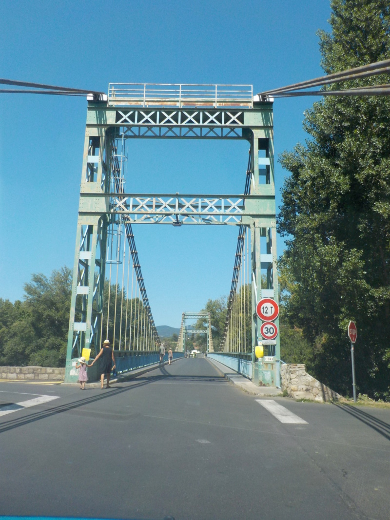 Le pont, incontournable du paysage routier - Page 4 Dscn5114