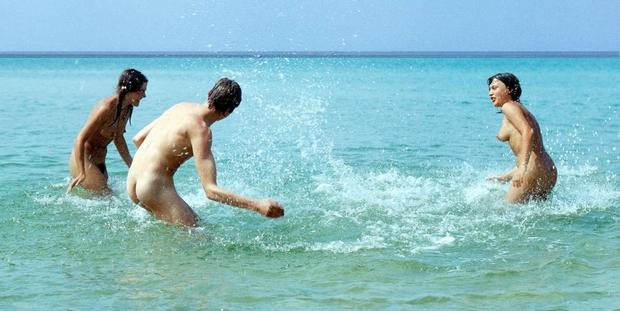 Aimez-vous flirter à la plage? - Page 2 02-nud10
