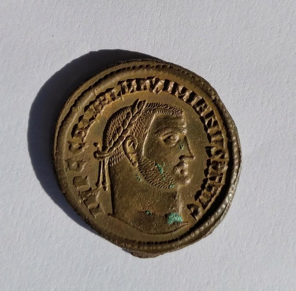 Nummus de Galerio. GENIO IMPERATORIS. Genio a izq. Alexandría Img_2058