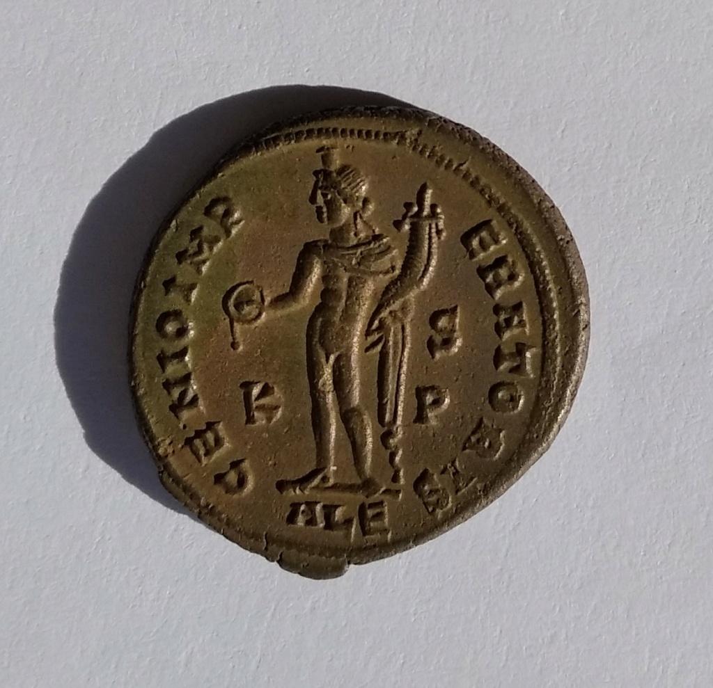 Nummus de Galerio. GENIO IMPERATORIS. Genio a izq. Alexandría Img_2059
