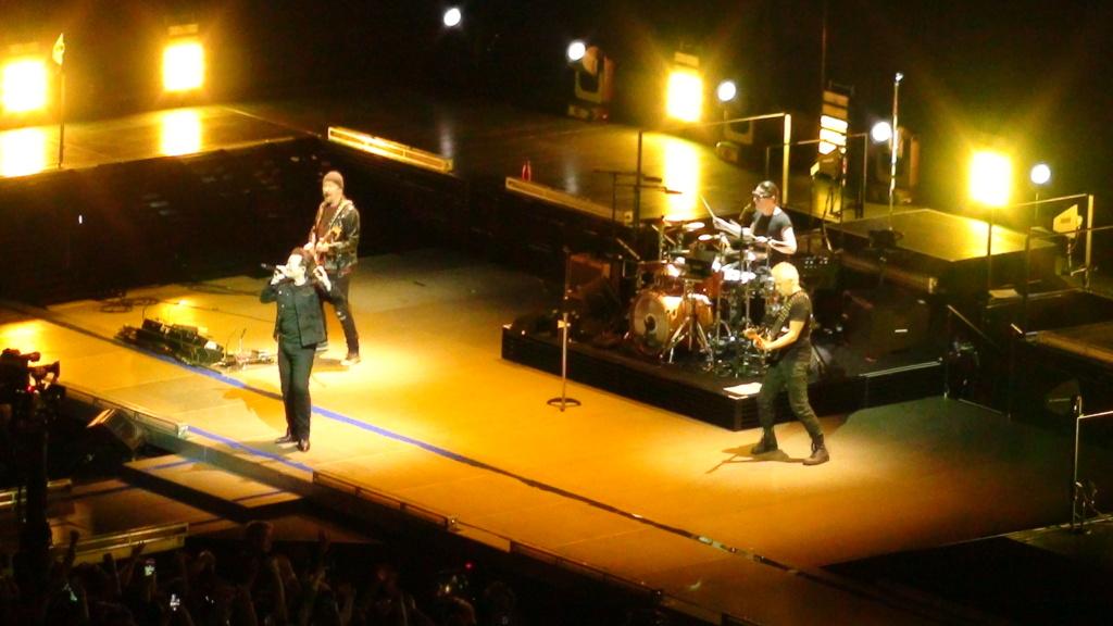 El topic de U2, tambien te puedes poner un tema de U2 - Página 17 Dsc00417