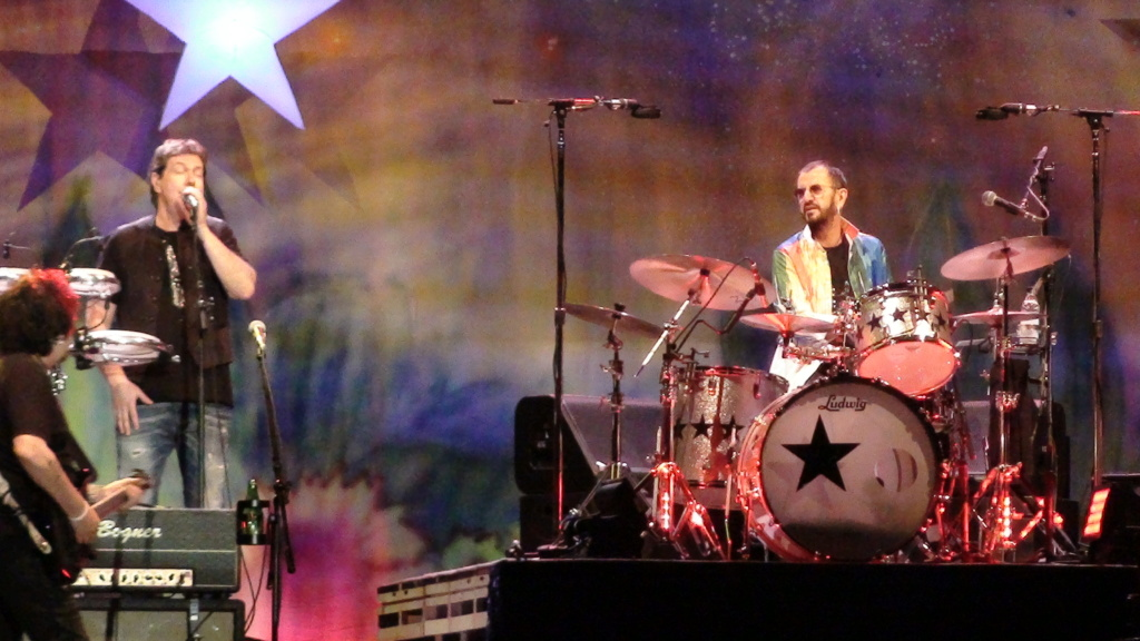 Ringo Starr quiere grabar con McCartney y Dylan - Página 2 Dsc01611