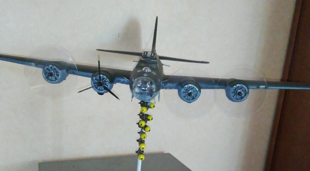 B-17 F revell au 1/48 en vol... 04_04_10