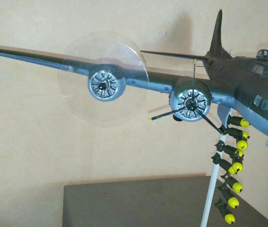 B-17 F revell au 1/48 en vol... 04_04_11