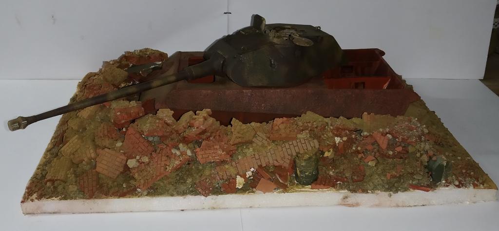 Berlin avril 45  ......Tigre II caisse Takom , tourelle Porsche Tamiya 1/35 14_12_10