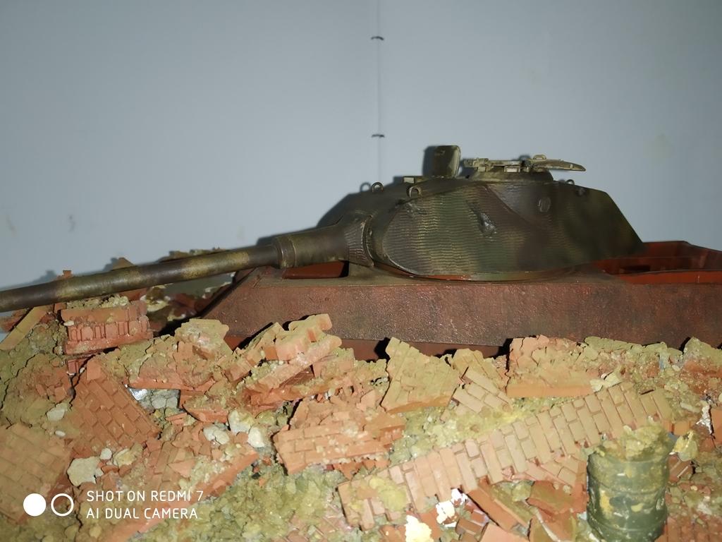 Berlin avril 45  ......Tigre II caisse Takom , tourelle Porsche Tamiya 1/35 14_12_12