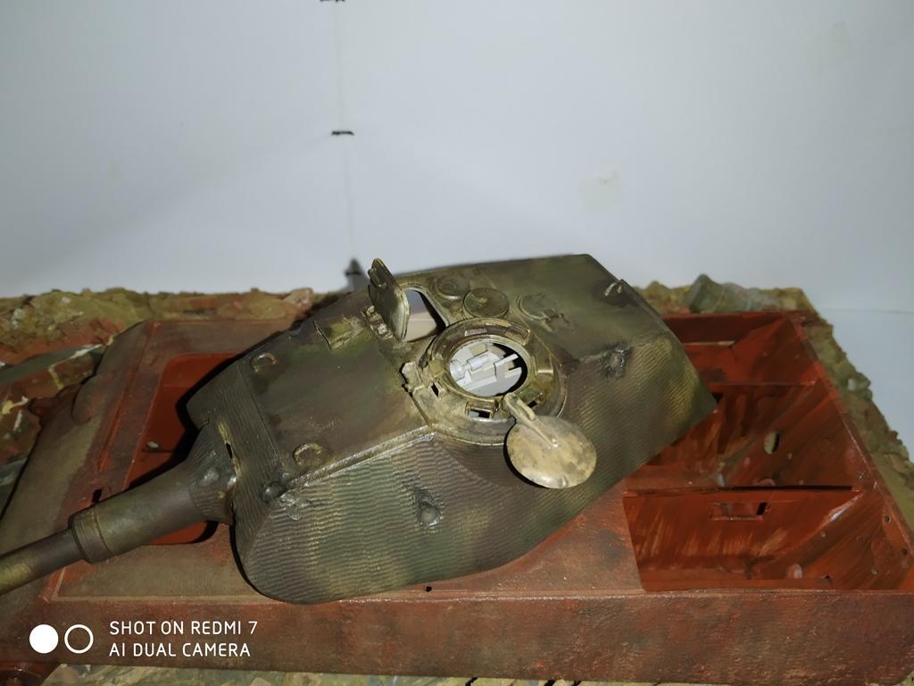 Berlin avril 45  ......Tigre II caisse Takom , tourelle Porsche Tamiya 1/35 14_12_13