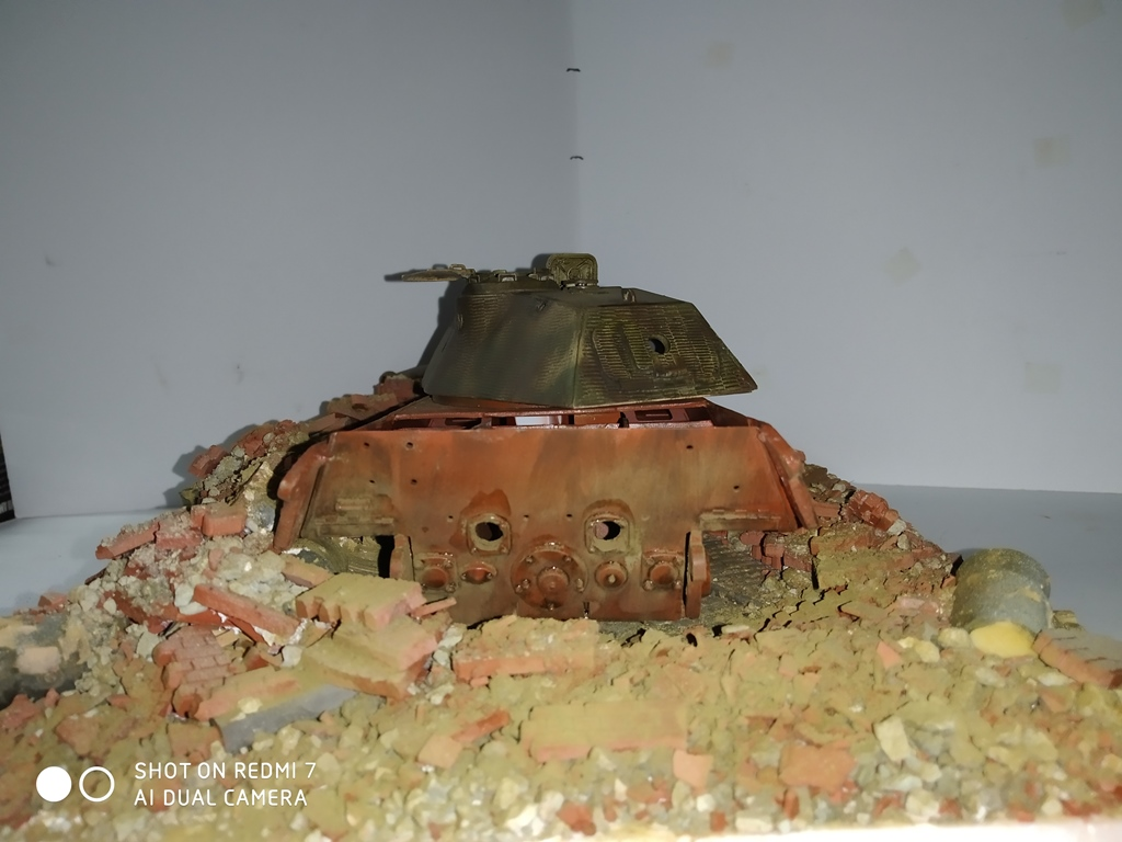 Berlin avril 45  ......Tigre II caisse Takom , tourelle Porsche Tamiya 1/35 14_12_16
