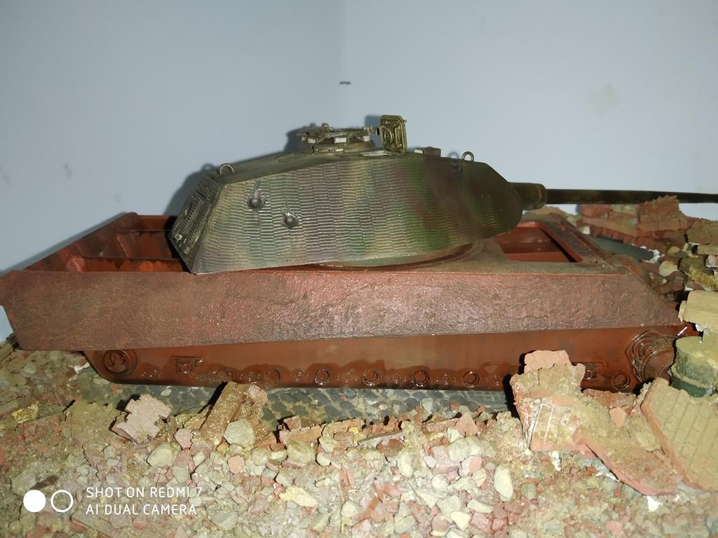 Berlin avril 45  ......Tigre II caisse Takom , tourelle Porsche Tamiya 1/35 14_12_17