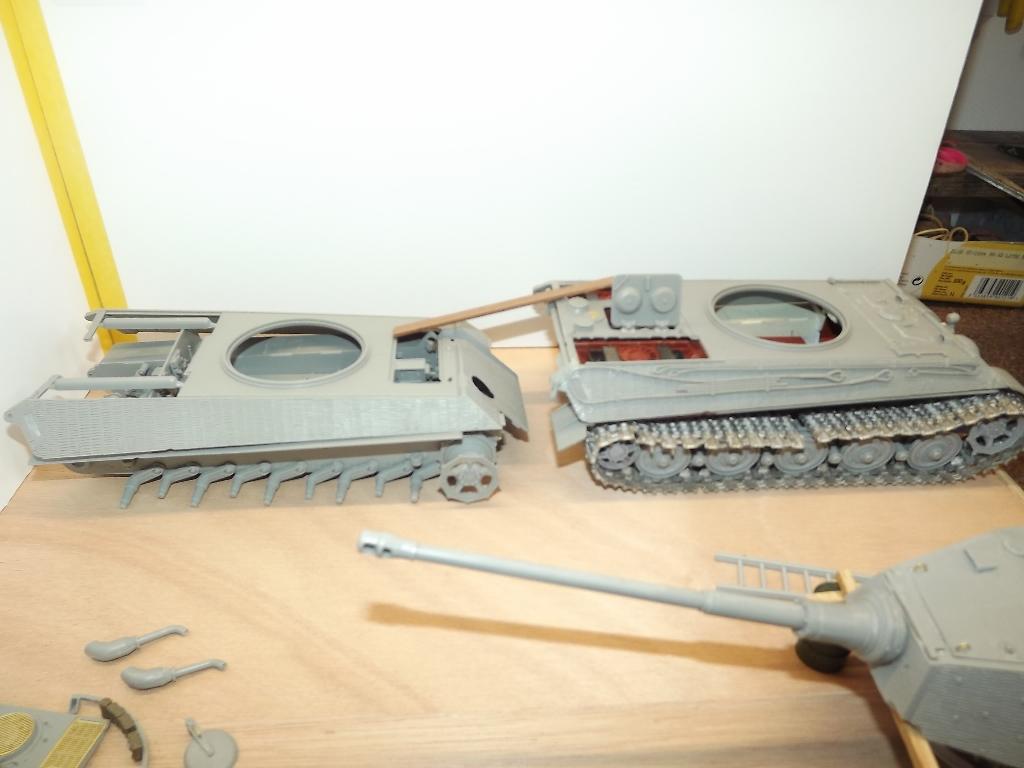 Usine de construction de Tigre 2....1/35 Dscf4021