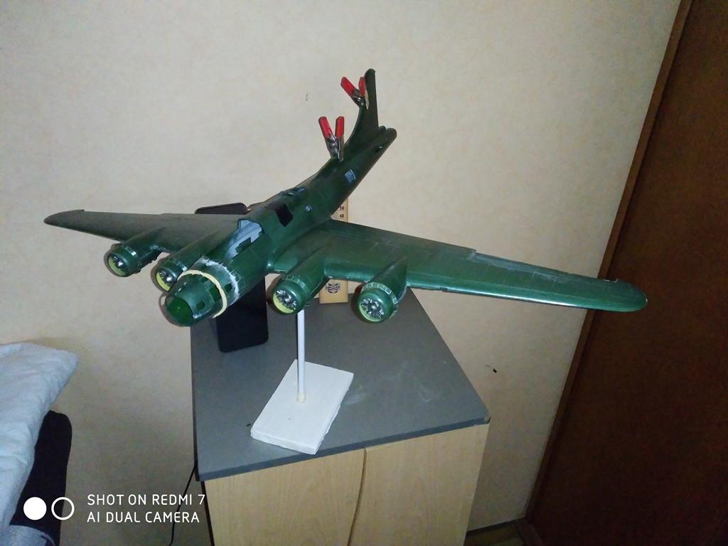 B-17 F revell au 1/48 en vol... Img_2518