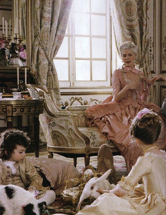 Marie Antoinette avec Kirsten Dunst (Sofia Coppola) - Page 5 20fb8010