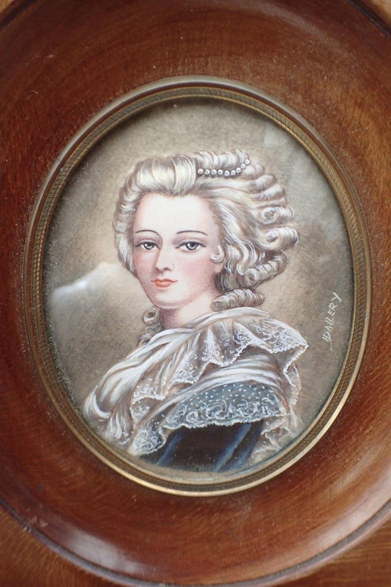 Le premier portrait de Marie Antoinette peint par Vigée Lebrun? - Page 3 Ancien10