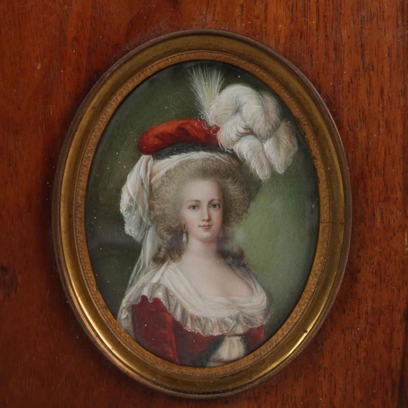 Marie-Antoinette en robe rouge sans ses enfants - Page 2 Img_6410