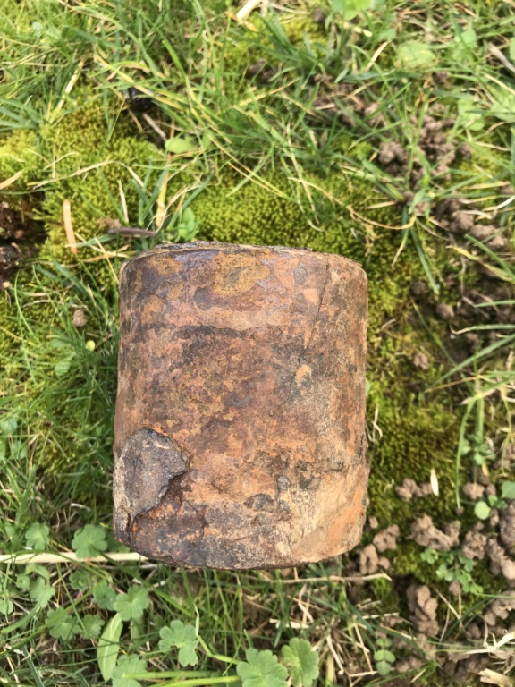 Identification , pot de grenade à manche ? Ou simple poids ? Image17