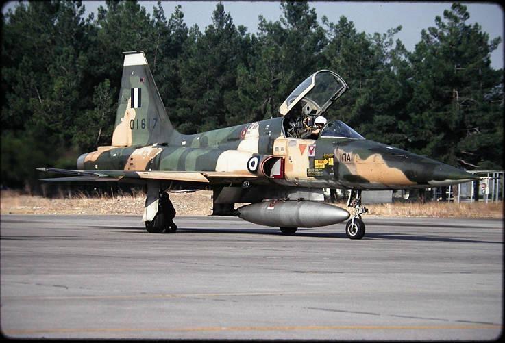 [Testors] Northrop Freedom Fighter F-5A 1/48 Armee de l'Air Greque 15103810