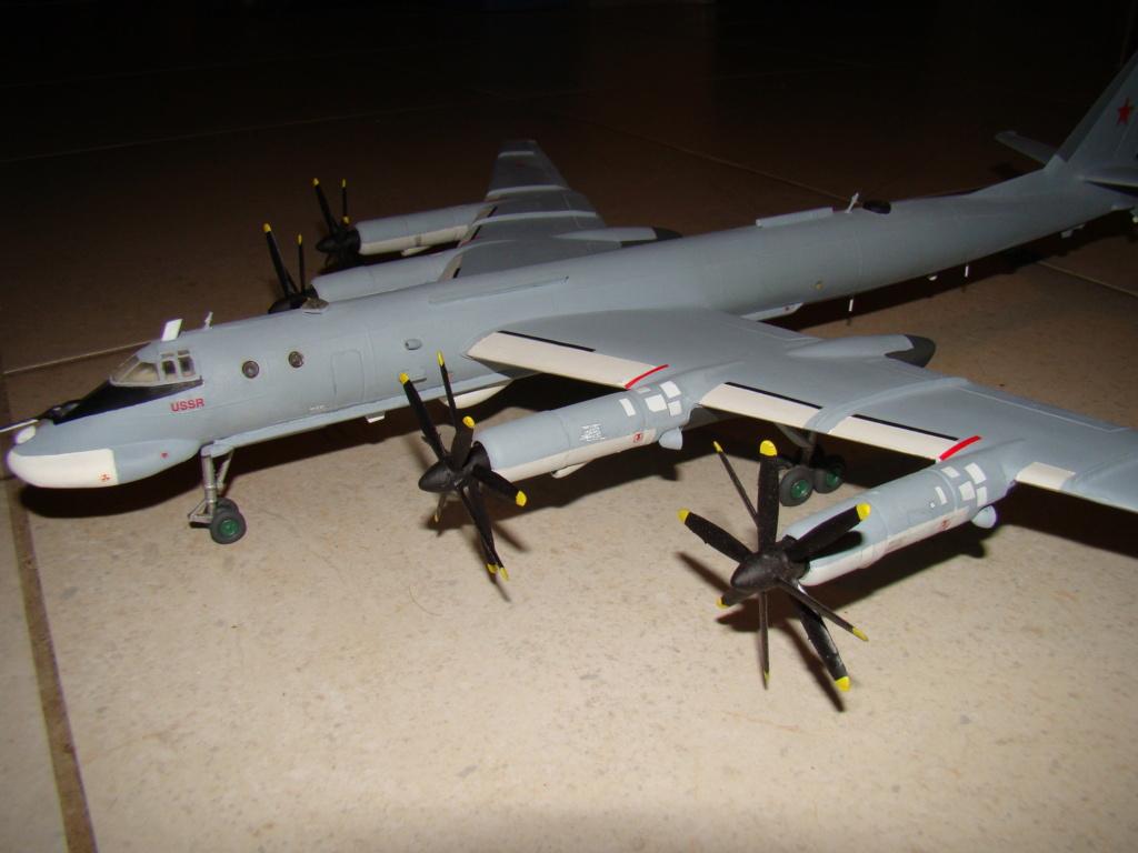 TU-95 Bear 1/100 VEB Plastikart Dsc03622