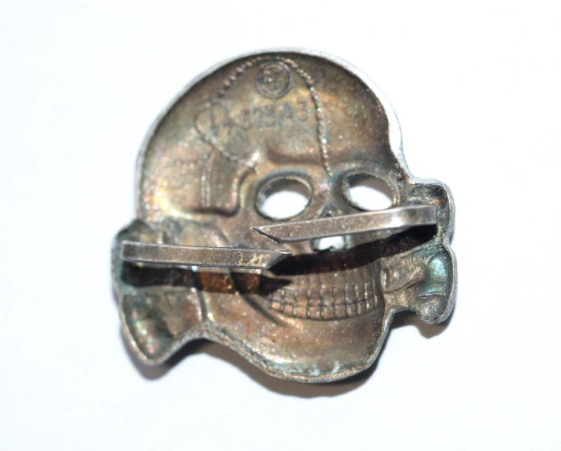 Ensemble d'insignes casquette SS Dsc06015